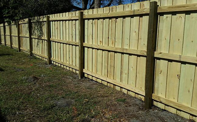 Residential Board On Board Wood Fence Building Bulldog